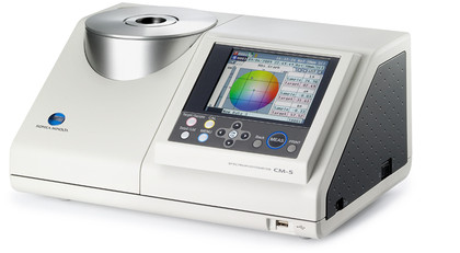 CM-5 Bench-top Spectrophotometer displaying colour measurement values